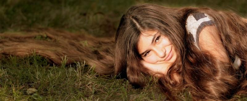 kokosový olej chráni vlasy a slúži ako kondicionér
